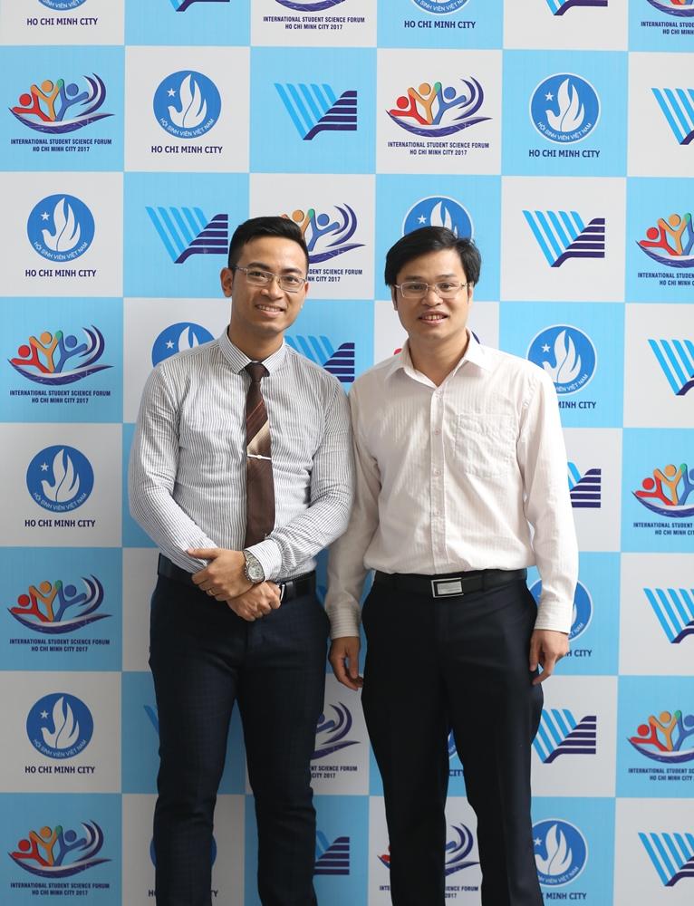 Ông Phan Xuân Thắng - PGĐ phụ trách PUF và ông Đoàn Kim Thành, GĐ TT Phát triển KHCN trẻ (Thành đoàn HCM) trước Diễn đàn