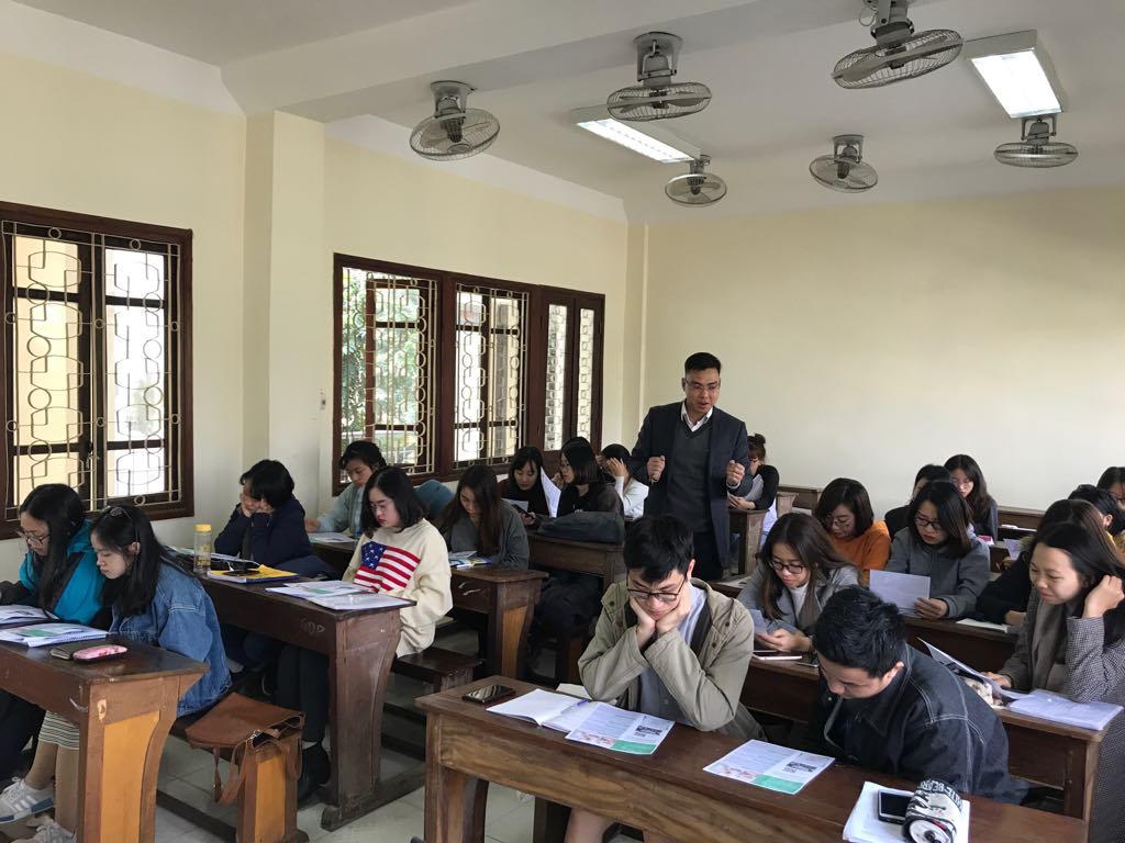 Truyền thông chương trình Infocom tại trường đại học Ngoại Thương, HN
