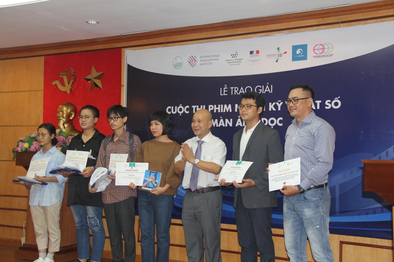 Thí sinh và đại diện khách mời của cuộc thi