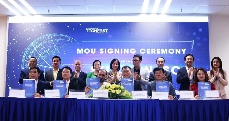 Lễ ký kết thỏa thuận hợp tác MOU giữa IFI và Công ty STI - SMART TECHNOLOGIES INTELLIGENCE tại TECHFEST VIETNAM 2020
