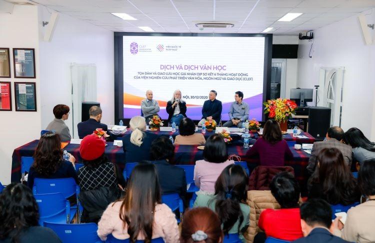 Nhóm các diễn giả trong phiên thảo luận về dịch và dịch văn học
