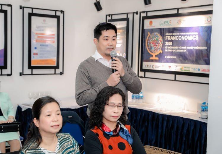 Phiên thảo luận diễn ra sôi nổi giữa người tham dự và các dịch giả